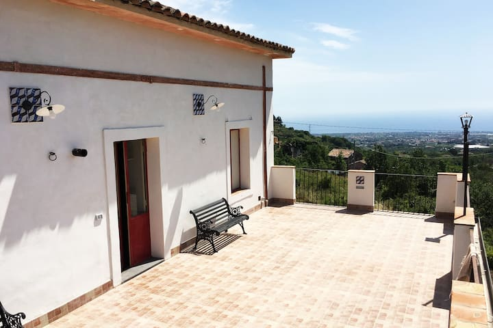 """Antica Villa""""Flavetta-Cali""""1881 Residenza d'epoca"""