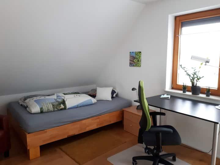"""Zimmer im Dachgeschoss """"Hopfen"""""""