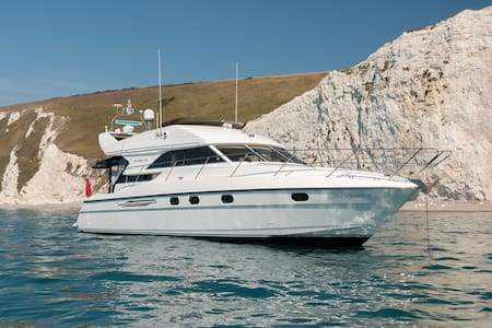 Luxury Yacht near Quay with Brownsea Island View - プール