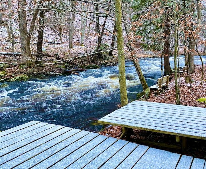 Enjoy Cozy Time: Fireplace, Firepit, Creek,Jacuzzi