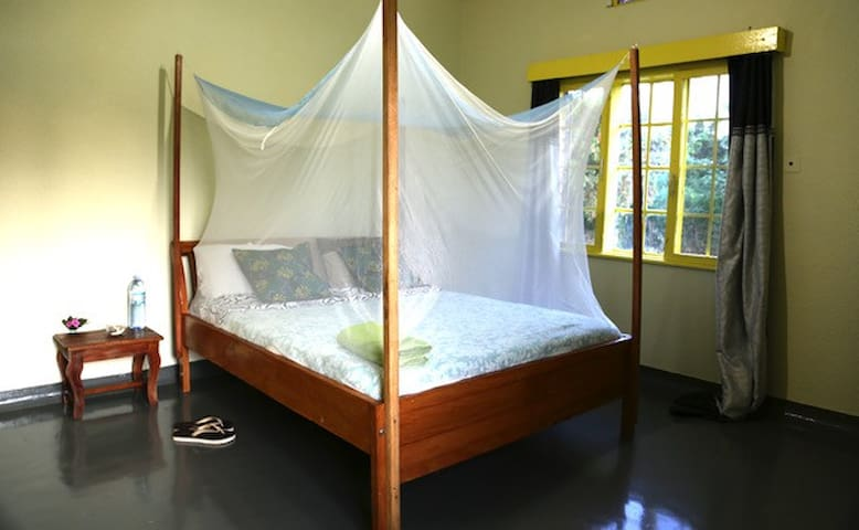 Sunny large  room in Jinja town great quiet area