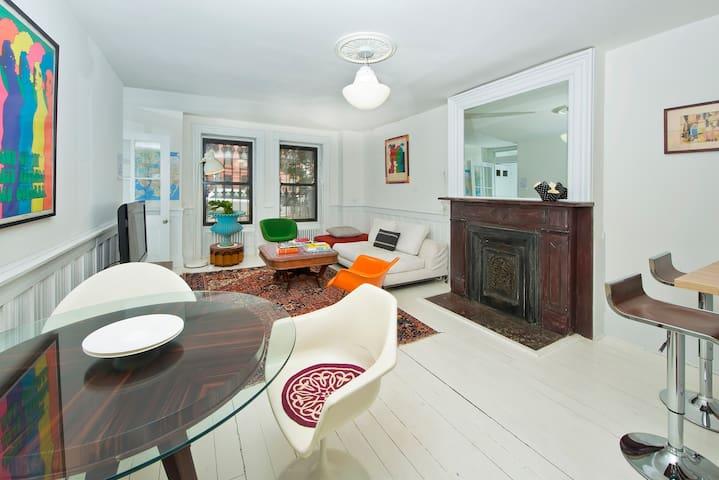 Amazing Designer  Brownstone Garden  Apartment