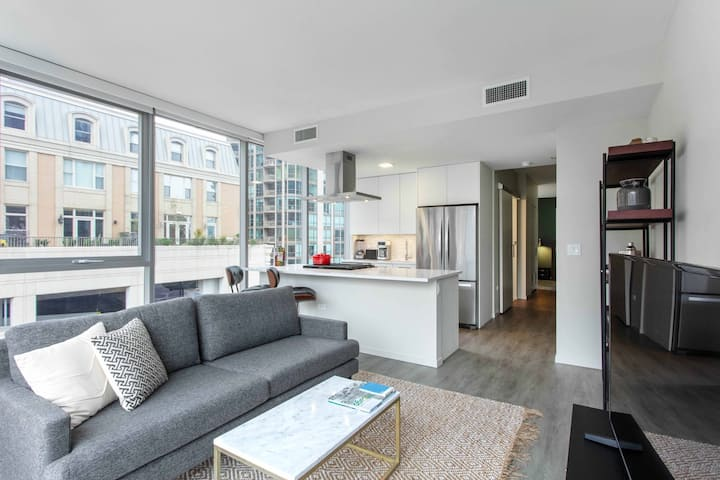 Hip River North 1BR w/ Pool + Roof Deck near Mag Mile, by Blueground