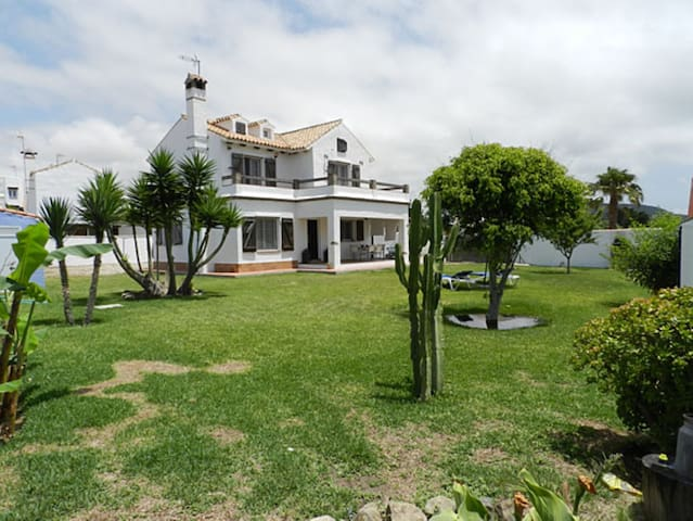 Holiday Home Close to the Beach with Garden, Covered Terrace and Wi-Fi