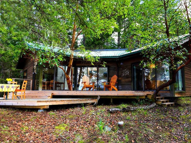 Secluded Mountain Cottage with Sauna & Hot Tub