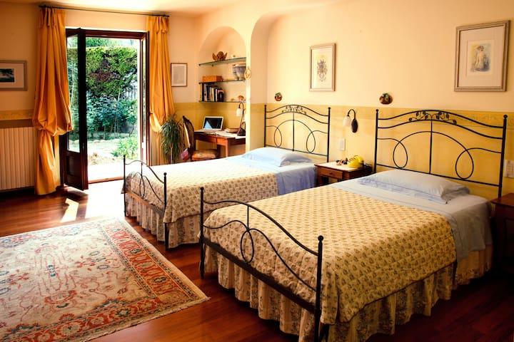 """Ai Quattro Ulivi"" B&B - Monte Urano - 家庭式旅館"