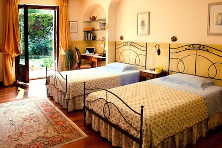 """Ai Quattro Ulivi"" B&B - Monte Urano - Bed & Breakfast"