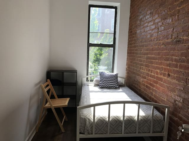 Private room close to 4/5/6 trains at 83rd Street