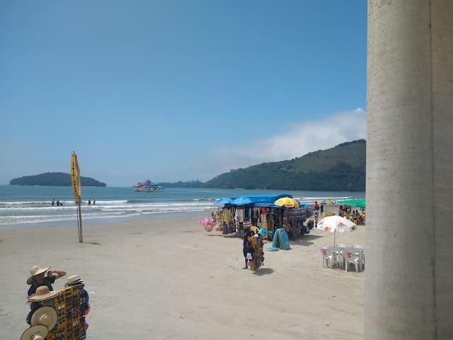 Suíte com ventilador de teto, praia da  Maranduba!