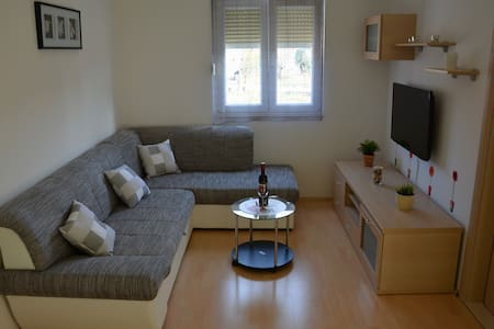 New, clean, cozy and affordable - Kaštel Novi - Pis