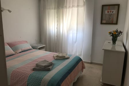 Nice double room in a cosy flat near the beach
