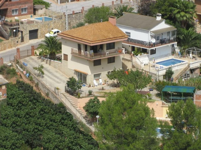 Chalet con piscina, vacaciones cerca de Barcelona - Corbera de Llobregat - Villa