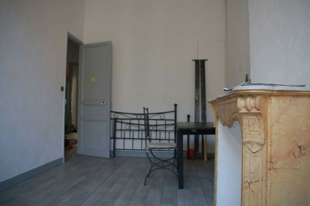 Chambre gare saint charles apartments for rent in for Appartement design friche gare st charles vieux port