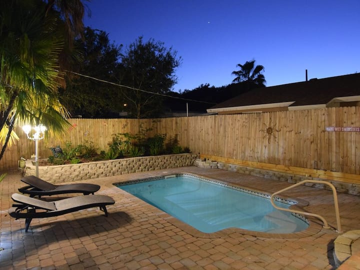 Heated Pool Home Close to Downtown and Beaches