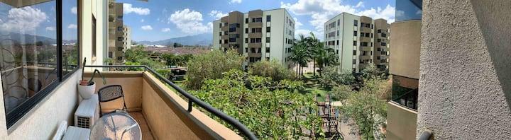 Beautiful  Apartment w/ Balcony. Family friendly.