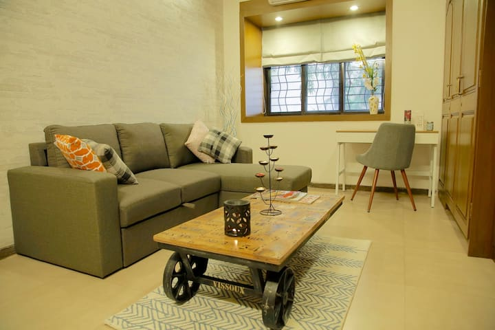 Chic One Bedroom Apt in Bandra - Mumbai