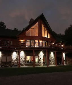 Log Home Living-30 minutes to Omaha and CWS