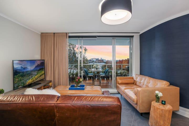 Luxury apartment with Iconic Harbour Bridge View!