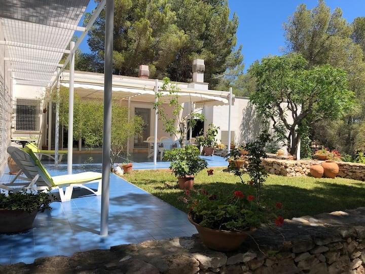 Wonderful lighting Villa with big garden and BBQ