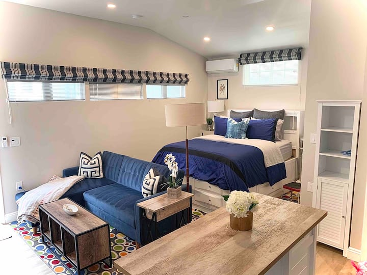 Modern fully equipped studio in prime Culver City