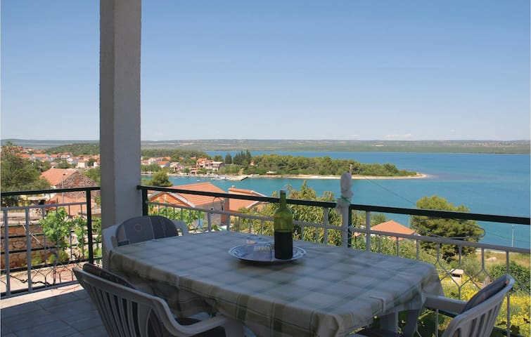 Holiday apartment with 2 bedrooms on 68 m² in Raslina