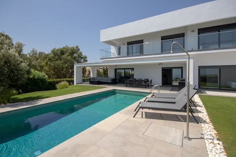 Villa with Sea View, Pool and Beautiful Gardens.