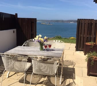 Uninterrupted  sea views. Sunny quiet roomy chalet - Down Thomas - Chalet