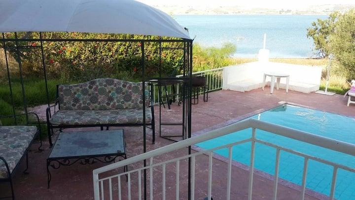Maison Idyllique en bord de lac