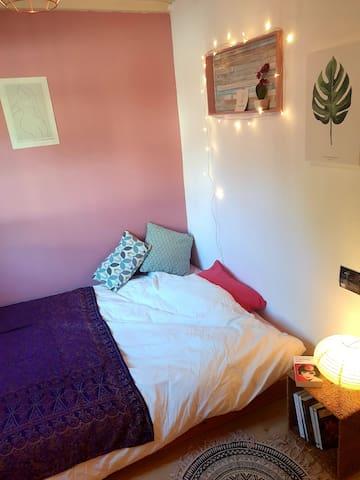 Chambre dans jolie maison avec agréable jardin