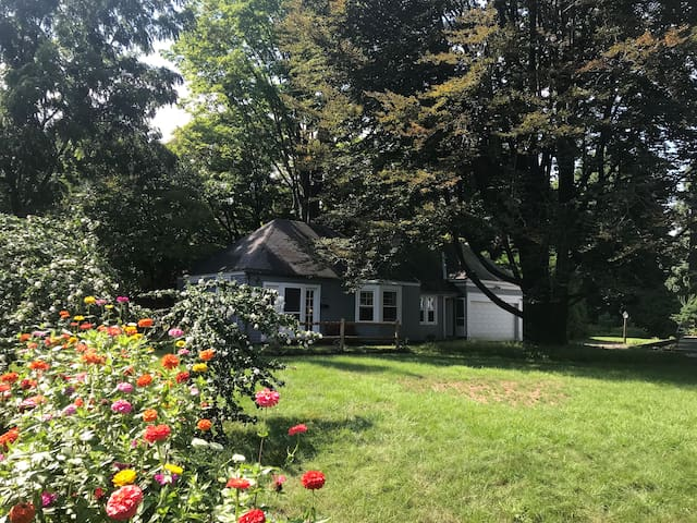 Unique and Private Cottage in Worcester