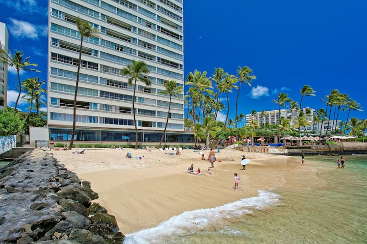 Ocean & Diamond Head Views from Colony Surf #908!