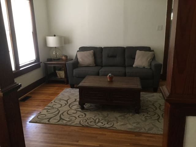 Cute Bungalow W/Patio Grill Area & Netflix, & more