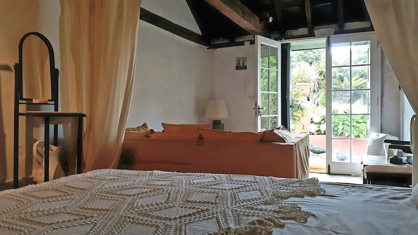 Interior, desde la cama.