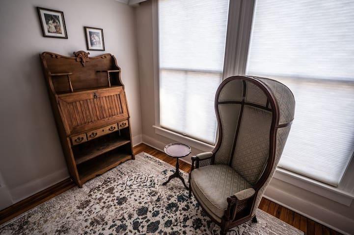 The Blue Cottage Room