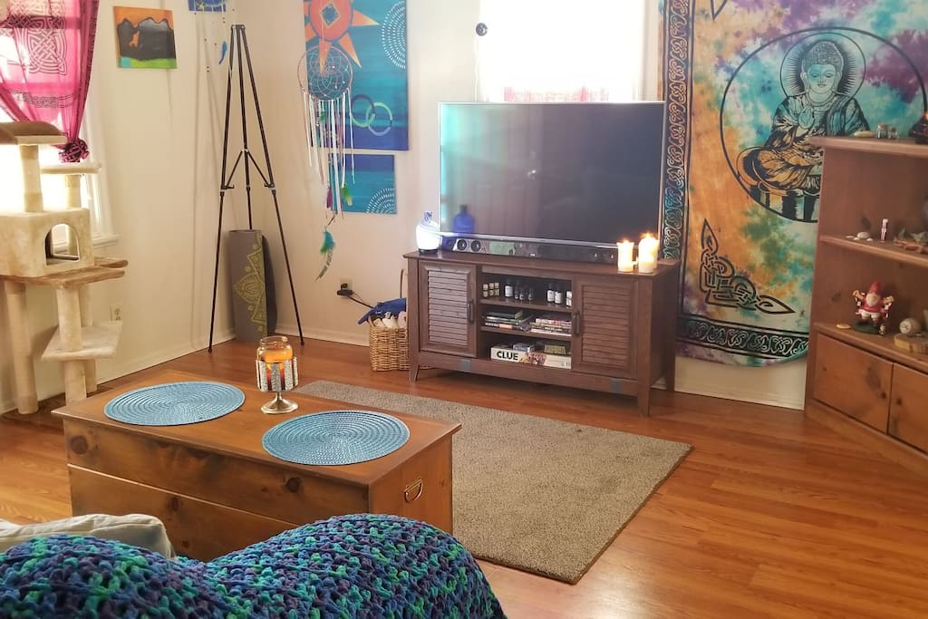 Shared front living area.  Includes, entertainment (shared PS4 too), board games, reading, aroma therapy, yoga, painting, arts and crafts (dreamcatcher making), and meditation. Front entrance to the left and kitchen to the right.