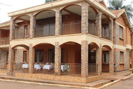 Cool Breeze Hotel - Jinja - Lakás