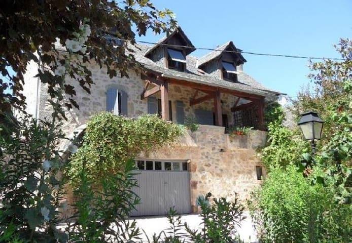 Belle maison en pierre, au calme en campagne - Villefranche-de-Rouergue - Natur lodge