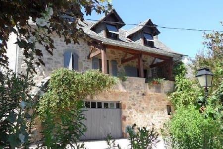 Belle maison en pierre, au calme en campagne - Villefranche-de-Rouergue - Luontohotelli