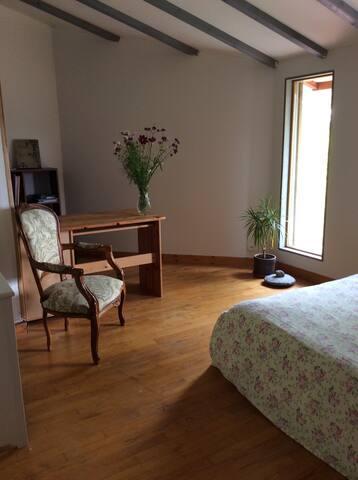 Chambre calme et confortable - Saint-Andéol - House