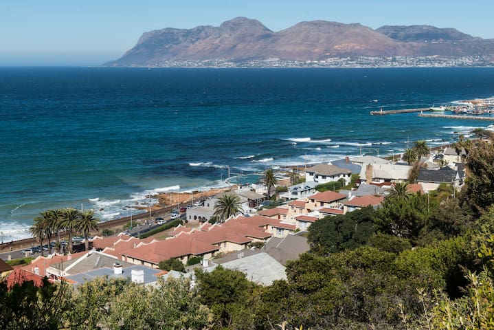 Great sea views at St James Terrace, Kalk Bay