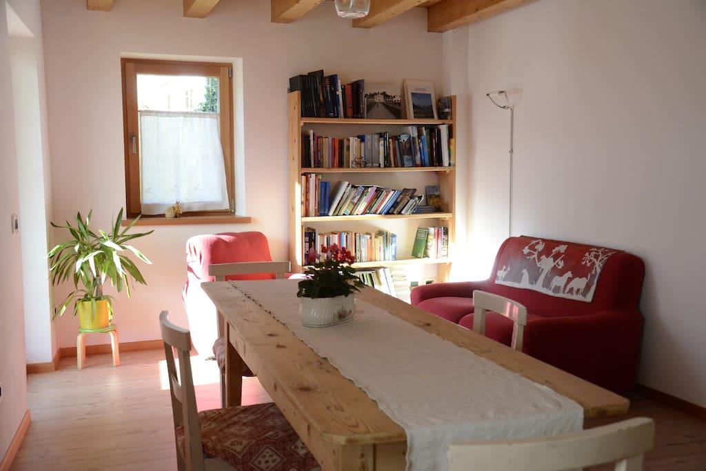 Il soggiorno dove è possibile fare la colazione e rilassarsi.