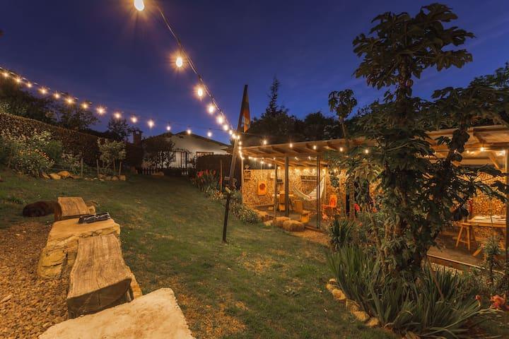 Garden & hammock Area // Jardines y área de hamacas