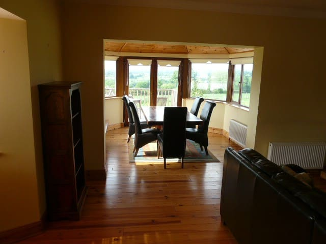The Rookery - Beautiful Family Bungalow - Clare Glens - Huis