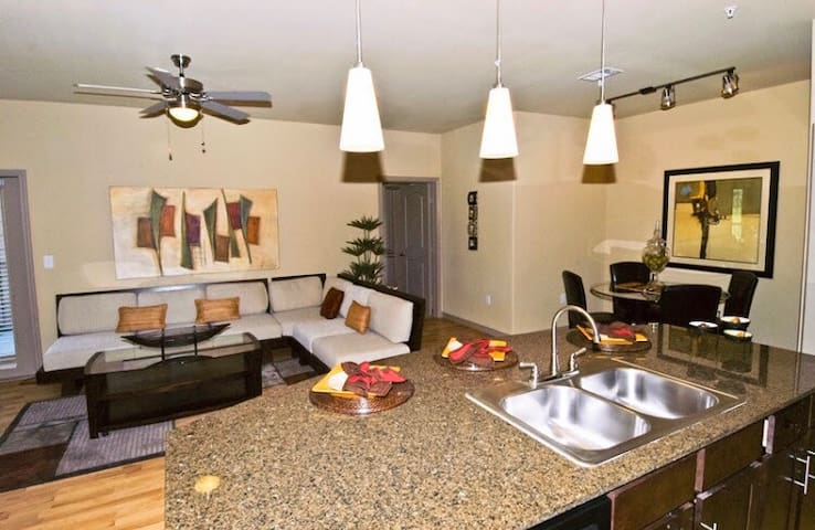 Super Bowl Condo 13 min from NRG - Pearland - Apartment