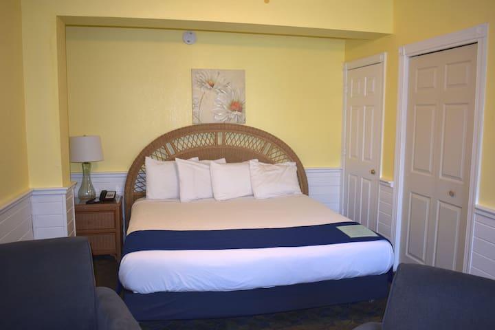 Inn at Corolla Light Cozy King Room 16