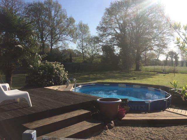 Maison en bois avec piscine privée