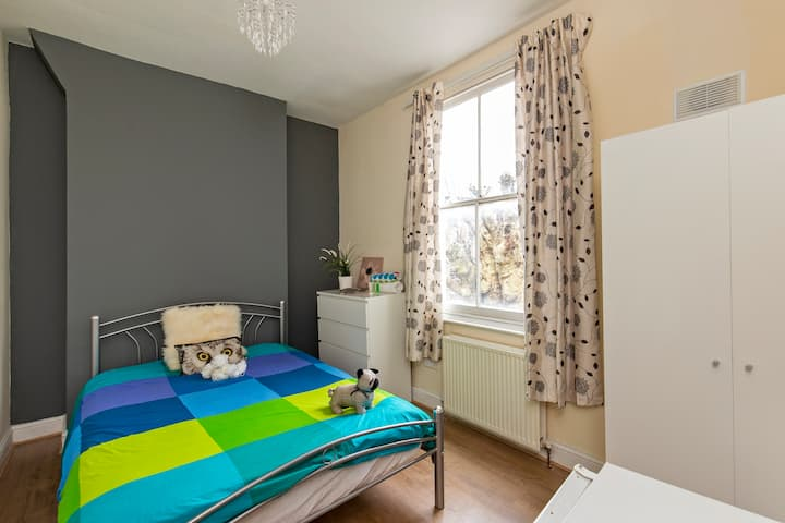 Beautiful Double Room in charming Hackney