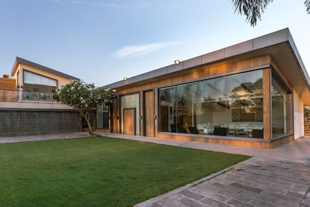 Bliss, a luxe pool villa on Mulshi Rd - Pune