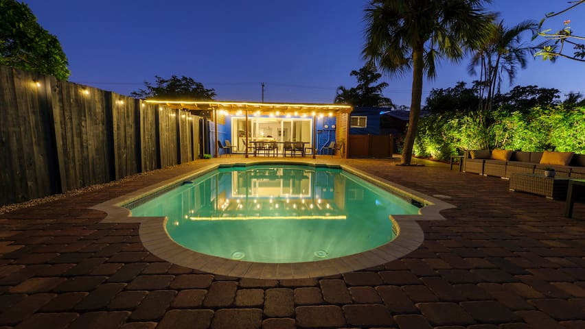 🔆LARGE Family Home close to the beach heated pool*