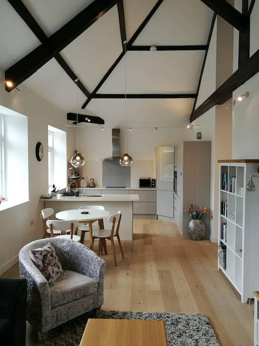 Stunning 18th century chapel conversion apartments for for Kitchens chipping norton